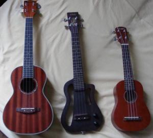 Trois differentes taille de ukulele